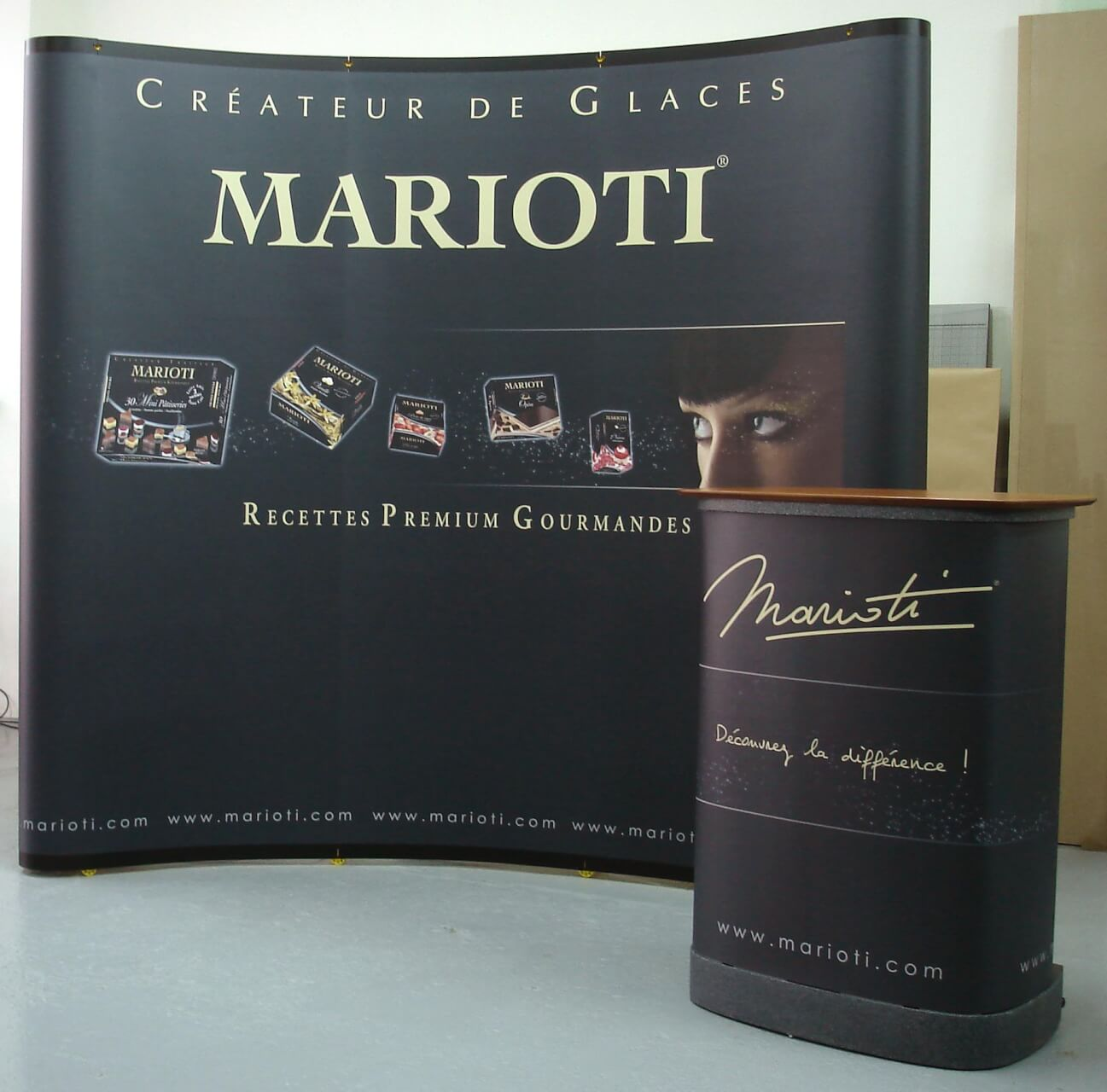 Photo stands Marioti